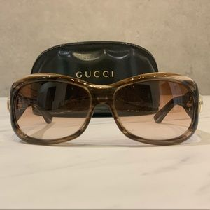 Light tortoiseshell Gucci sunglasses